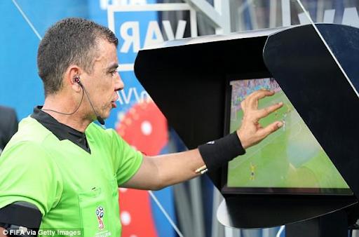 Công nghệ VAR trong bóng đá có bị giới hạn sử dụng hay không